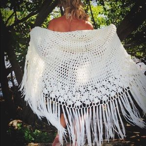 Crocheted Poncho / Shawl / 70's Vintage / One Size